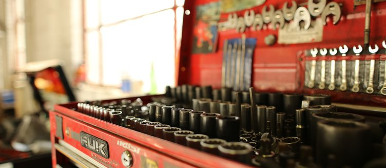 Car Maintenance – When to Use a Mechanic